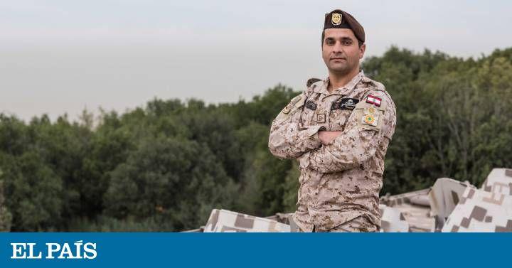 El soldado que ondeó la bandera española en Líbano  ||  Las fuerzas especiales libanesas dedicaron a las víctimas de Barcelona su victoria sobre el ISIS, desencadenando un inesperado duelo de banderas entre ambos países https://elpais.com/internacional/2017/12/21/mundo_global/1513869514_986943.html?id_externo_rsoc=TW_CC&utm_campaign=crowdfire&utm_content=crowdfire&utm_medium=social&utm_source=pinterest