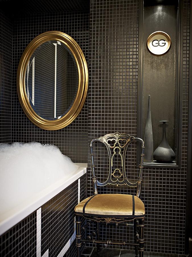 'Greta Garbo'bathroom at c/o Krägga Mansion.