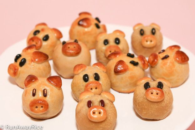 Piggy Mooncakes for Mid-Autumn Festival (Banh Trung Thu / Banh Nuong)