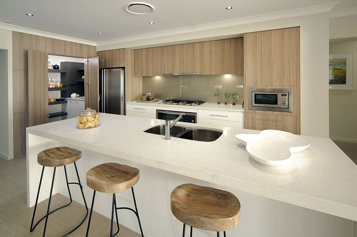 polytec Natural Oak RAVINE and CREATEC Ultra White kitchen doors and panels