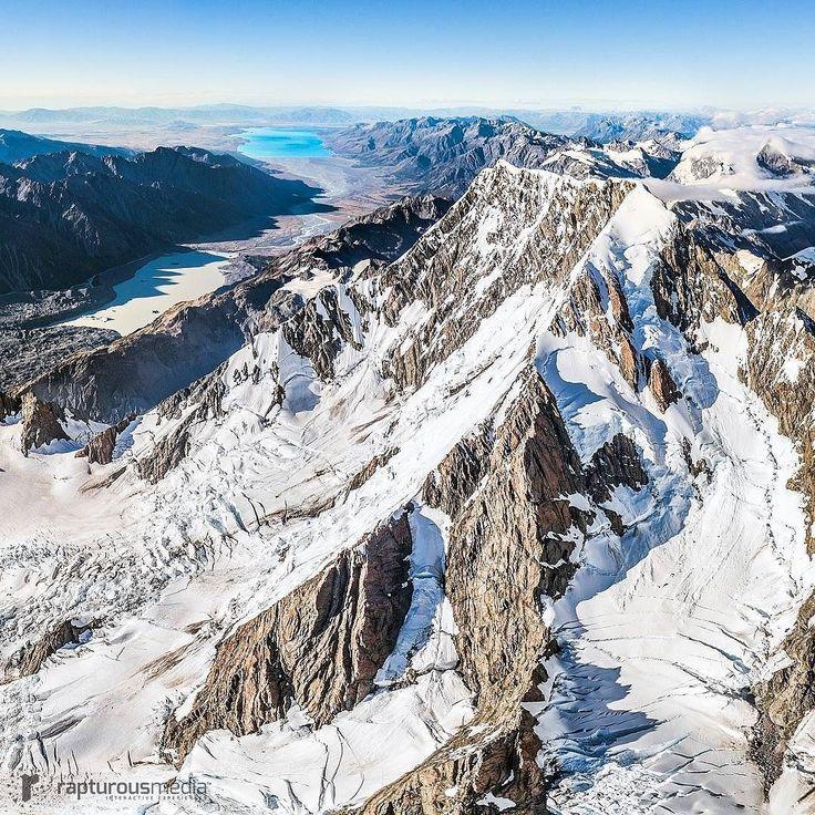 The highest #NZ mountain #mtcook in all beauty. Tasman Lake on the left and Lake Pukaki on the horizon. Cut-out from 360 photo. Thanks @heliworks for the lift :) . . . . . . @purenewzealand #NewZealand #NZMustDo #ig_newzealand #earthfocus #purenewzealand #ignewzealand #destinationnz #newzealandguide #travelnewzealand #virtualreality #360photos #discover_newzealand #bestnewzealand #ausnzlandscape #earthpix #aorakimountcook #capturenz #kiwipics #nzmustdo #kiwi_photos #love_new_zealand…