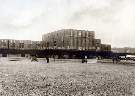 昭和5年頃(1930)横浜駅東口。益田啓一郎氏のブログより。