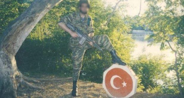 Περνάει τα Τούρκικα σύνορα κάνει τσιγάρο και επιστρέφει! Απίστευτη φώτο Έλληνα Ράμπο!