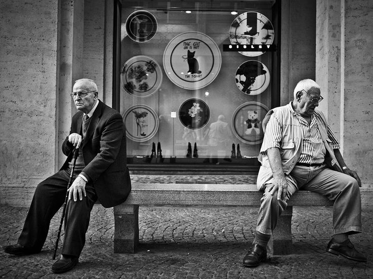 Picture of two men sitting on a bench in Varese, Italy