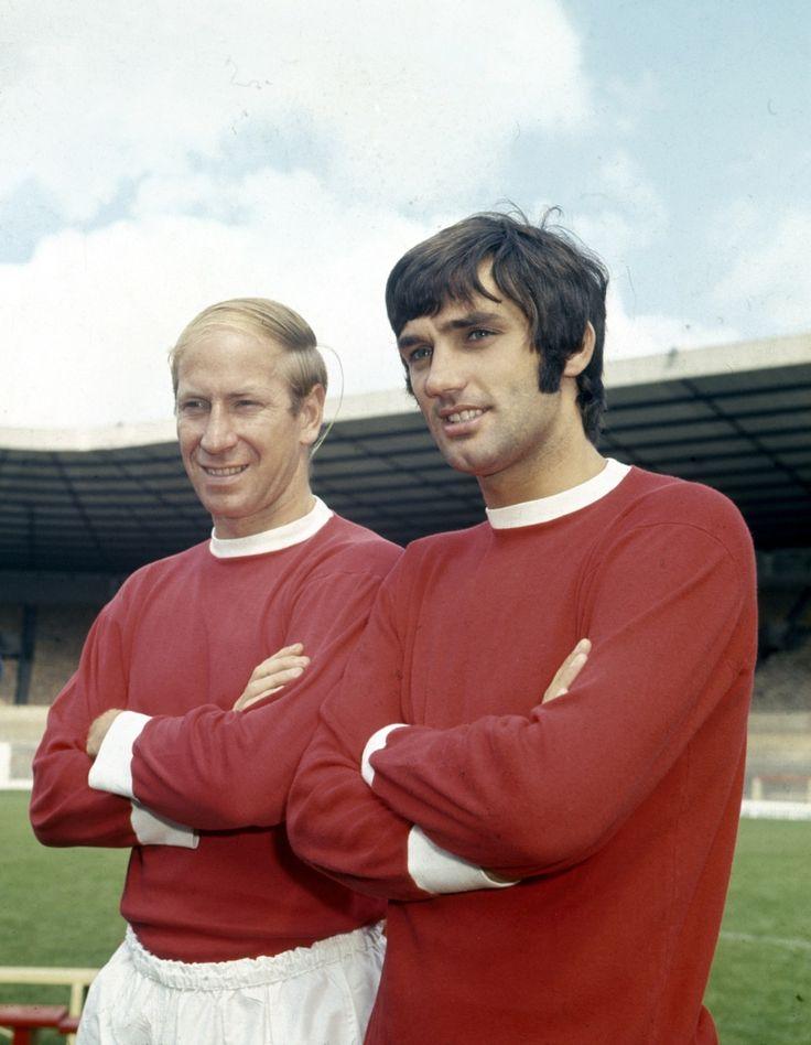 Bobby Charlton y George Best, dos grandes del Manchester United, y también dos cabelleras muy diferentes.