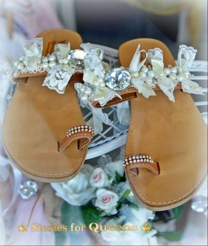 Χειροποίητα νυφικά σανδάλια από γνήσιο δέρμα στολισμένα με κρύσταλλα, δαντέλες και πέρλες.  http://handmadecollectionqueens.com/Νυφικα-σανδαλια-με-κρυσταλλα-και-περλες  #handmade #fashion #women #bridal #sandals #summer #footwear #storiesforqueens