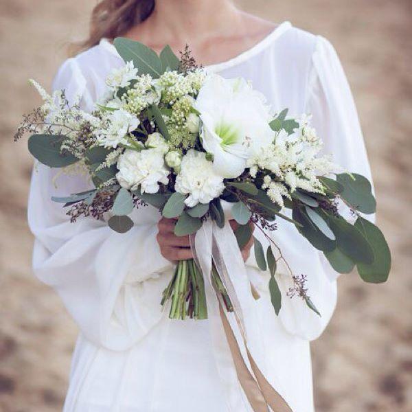 Наш день начался с приятных новостей. Нашу летнюю съемку с @loverodina.wed опубликовал свадебный блог @hibride! И мы приглашаем вас погреться в лучах закатного летнего солнца вместе с нами https://hibride.ru/2015/09/30/fotosessiya-na-peschanom-karere/#more-32740.(активная ссылка в профиле).#floraldreams_wed Фотограф: @loverodina.wed MUAH: @daria_muah Кондитерская: @cherishcake  Салон свадебных платьев: @whitechicksru Флористика и декор: всегда ваши @fd_floraldreams
