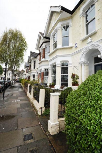 English Row Houses, London, Southfields.: Becci Smart, Dreams, Row Houses, London Row, Traditional Exterior, Smart Photographyengland, Rowhouses Brownstone, Smart Photography England, Rowhous Brownstone