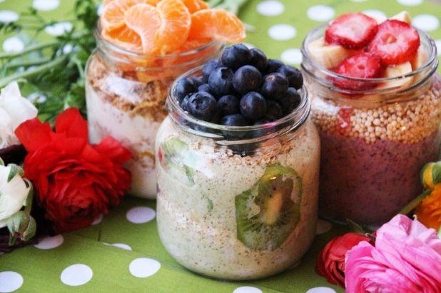 recetas-desayuno-saludable-nutritivo-yogurt-fruta-cherrytomate-mediana