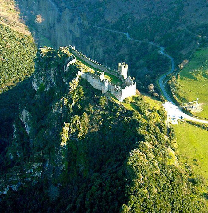 castillo de Cornatel, en Priaranza de El Bierzo #Leon