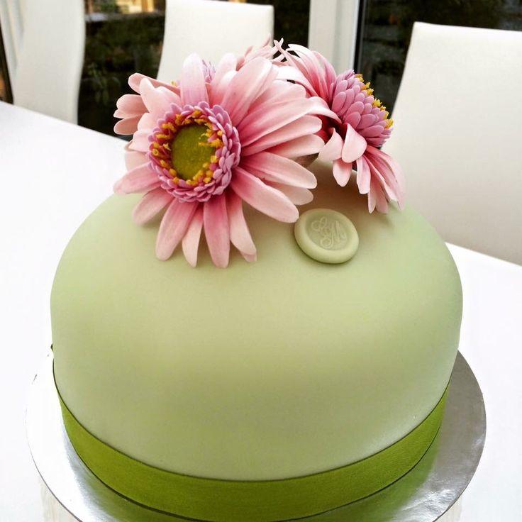 Princess cake con gerbere in pasta di zucchero #spaziocri