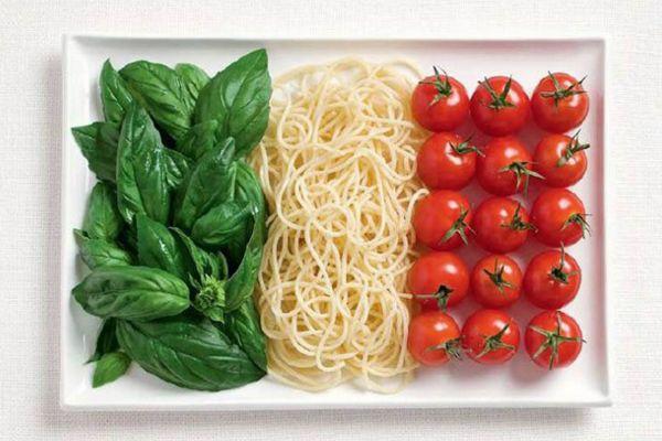 İtalya Fesleğen, makarna, domates