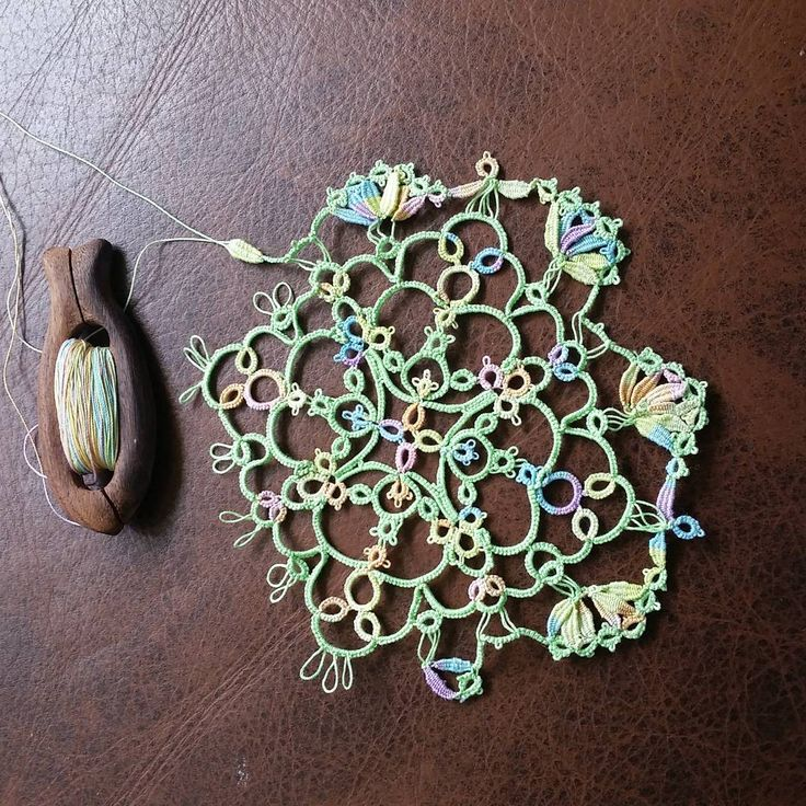Tatting lace, Occhi, Cluny, adding lots of clunies to motif