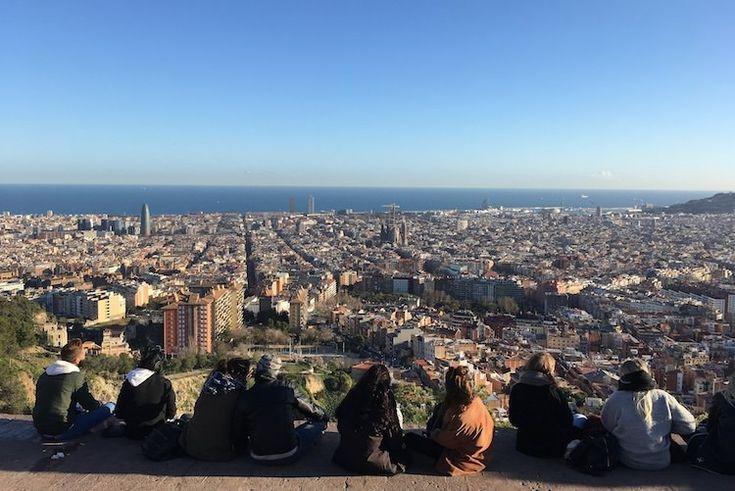 Bij de Bunkers del Carmel, aangelegd voor de Spaanse burgeroorlog op de heuvel Turó de la Rovira, heb je het allermooiste uitzicht over Barcelona!