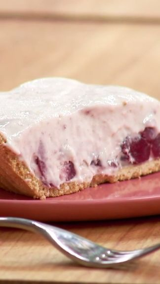 Turn off the oven and whip up this delicious no-bake Cranberry Fluff Pie!