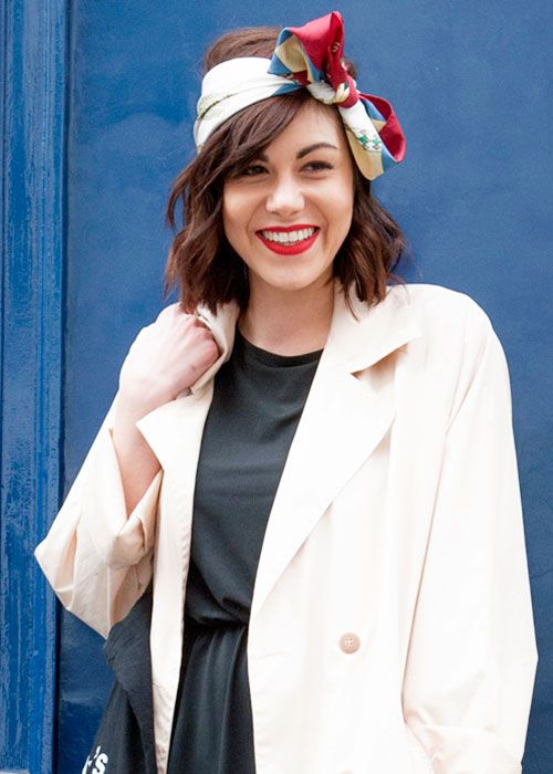 Le foulard dans les cheveux: la nouvelle star du street style - Louloumagazine.com