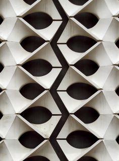 """""""Ornamentale Durchbruchwand"""" / Stadthalle Chemnitz, Hubert Schiefelbein / #pattern"""
