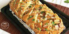 Pane all'aglio, erbe fresche e formaggio filante