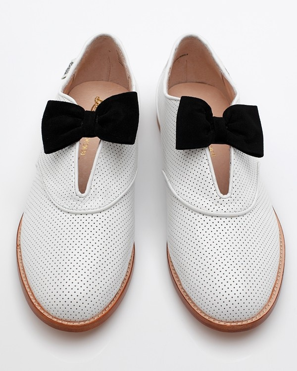 Alice With Bow by Bass Loves Rachel Antonoff: White Shoes, Fashion Shoes, Bows Ties, Style, Black White, Rachel Antonoff, Antonoff Alice, Rachelantonoff, Bows Shoes