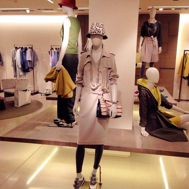 "Аксессуары способны ""сделать"" образ #витринымилана #милан #италия #мода #fashion #italy #milano #maxmara #glamurnenko"