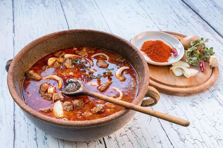 En deilig varmende og mettende suppe får du om du lar deg inspirere av Ungarn og serverer gulasj med godt biffkjøtt, rotgrønnsaker og paprika.   Kilde: Foto: Petr Jilek/NTB Scanpix.