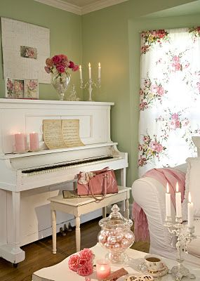 Sage green , vintage pink and white, what a beautiful combo for a lounge!