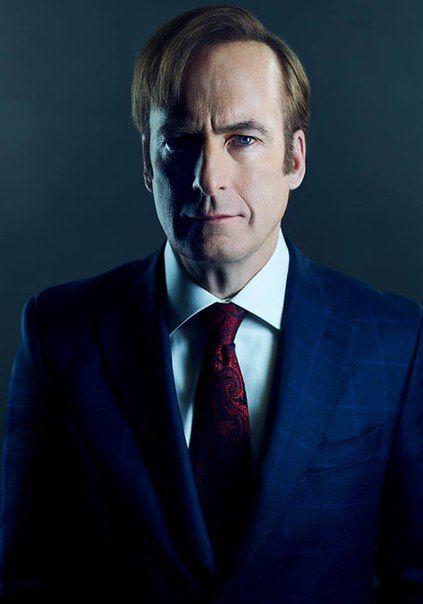 Несколько промо-кадров третьего сезона сериала «Лучше звоните Солу», посвященного становлению одиозного адвоката из теледрамы «Во все тяжкие». Премьера продолжения шоу запланирована на 10 апреля.