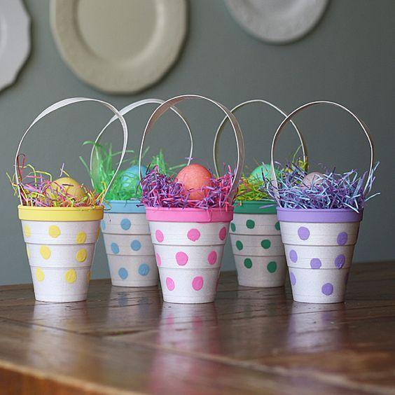 Aprovecha los vasos desechables (de plástico, cartón o unisel) en diversas formas y transformalos en bellas manualidades que puedes usar com...