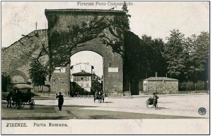 La bella porta Romana la seconda per ampiezza dopo quella di San Frediano. Cartolina fra '800 ed il '900.