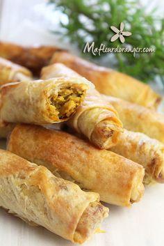 De délicieux rouleaux au poulet à la marocaine, qu'on peut préparer aussi en briouates. Pour cette recettes vous pouvez utiliser soit du poulet ou de la dinde et pas obligateoirement des escalopes. La dinde a par contre tendance à être plus sèche pensez...