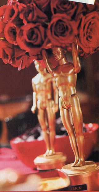 These DIY oscar statute centerpieces are perfect for your oscars themed party. #CouchCritics
