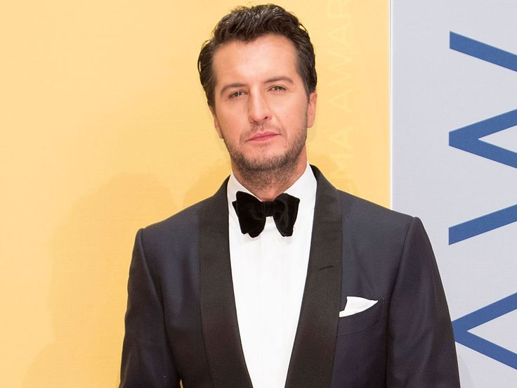 Luke Bryan Takes a Swing at Heckler After Being Taunted During Concert #bryan #takes #swing #heckler #after #being #taunted #during #concert