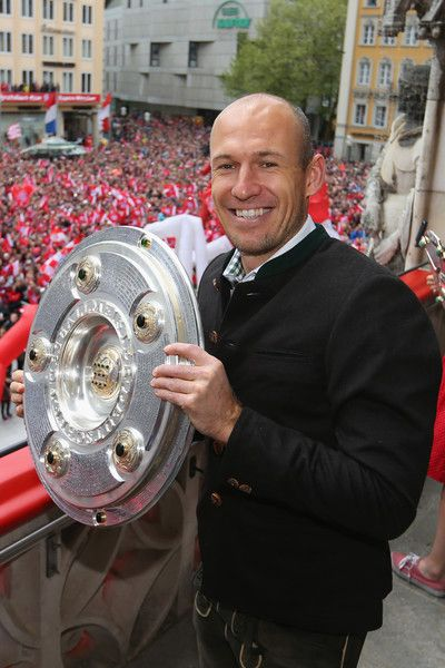 Arjen Robben Photos Photos - Arjen Robben of Bayern Muenchen celebrate winning the German Championship title on the town hall balcony at Marienplatz on May 15, 2016 in Munich, Germany. - FC Bayern Muenchen Celebrate Winning The Bundesliga