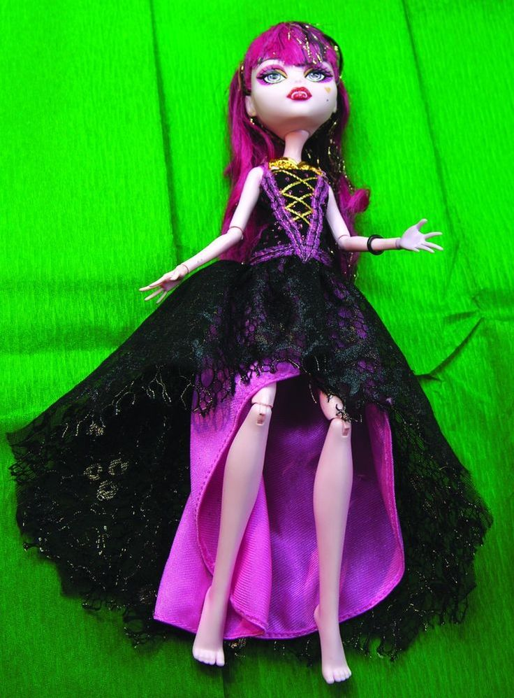 Draculaura monster high *****NEVER PLAYED WITH. SUPERB STOCKING FILLER******