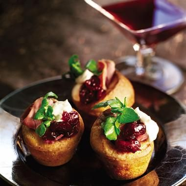 Canap s and cocktails hors d 39 oeuvres pinterest for Beef horseradish canape