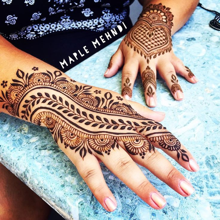 Little nod to @hennabydivya at yesterday's appointment. Thanks to all the #MarthasVineyard henna lovers for keeping me so busy this summer! I have so much fun creating designs for you all!  #summertime #hennaartist #MV #MVY #Edgartown #oakbluffs #vineyardhaven #designerhenna #islandarts #capecod #adornment #maplemehndi #mehndi #hennapro #hennalove