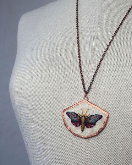 "Купить Кулон ""Мотылек июньский"" - мотылек, кулон с вышивкой, бабочка, июнь, лето, микровышивка"