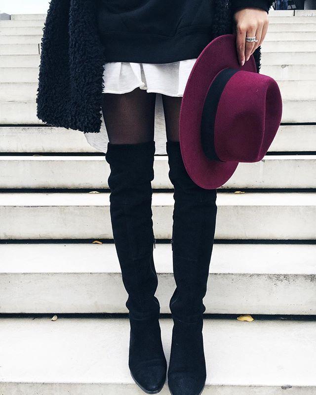 Übrigens, es ist wieder Zeit für Overknees und Hüte. Ist dieser Burgunder von @cartoon_fashion_com nicht die perfekte Herbstfarbe? M