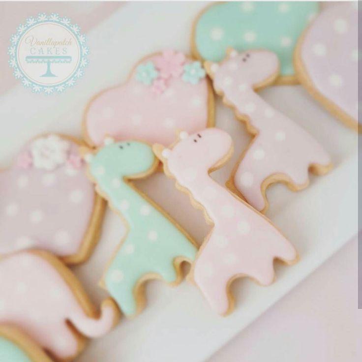: @vanillapatch_cakes. Litt mer pastell inspirasjon fra oss kakeformene får du i nettbutikken #sjiraff #kakeform #wow #delikat #pastell #pastel #sweet #inspiration #cookies #baby #detlilleekstra #dinbabyshower #nettbutikk #babyshower #dåp #navnefest www.dinbabyshower.no