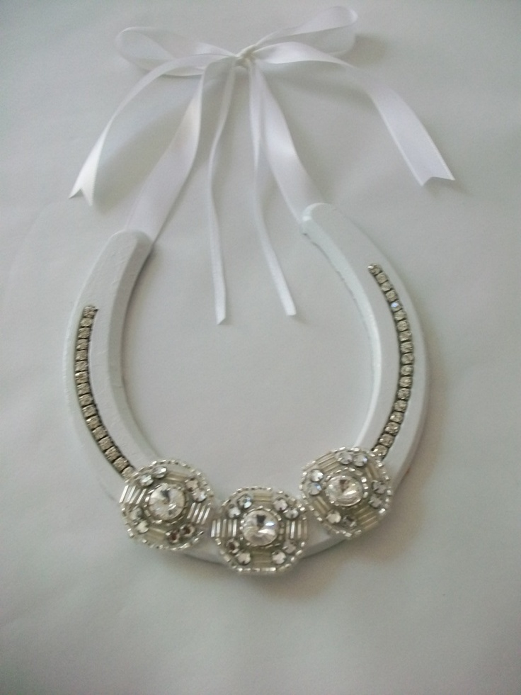 Wedding Horseshoe Ring Holder - Ring Pillow Alternative - (make my own, but good idea!