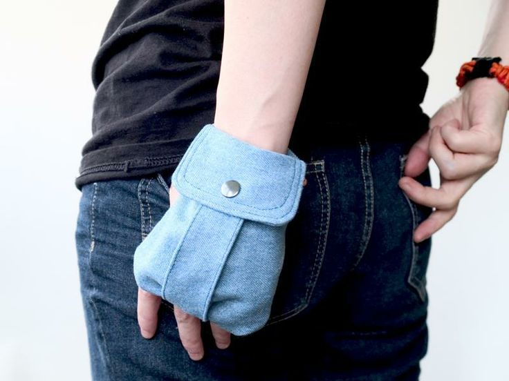 Cargo Wrist Wallet -  pattern on Craftsy - love this idea and can't wait to try it.
