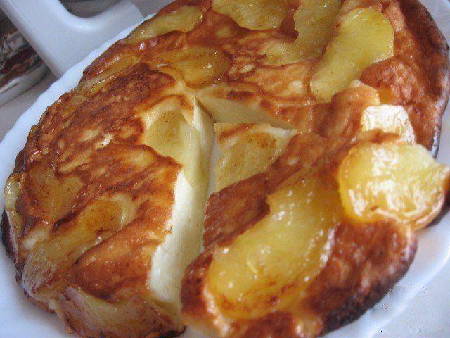 Ингредиенты:● 2 яблока● 2 ст.л. слив. масла● 1 ст.л. сахара (если есть, то коричневый)Для теста:● 250 г. творога● 2 яйца● 3 ст.л. сахара● щепотка соли● 0,5 ст. сметаны● 3 ст.л. муки (просеять)Приготов…