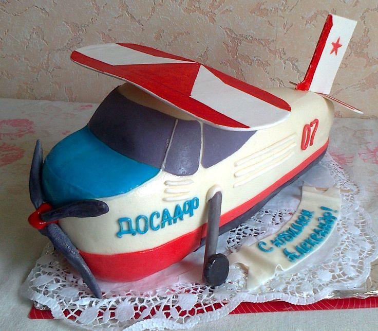 """Торт """"Самолет"""". Мастика. Состав: шоколадный + белый бисквит, орехи персик. Вес: 4 кг Цена: 4800 руб."""