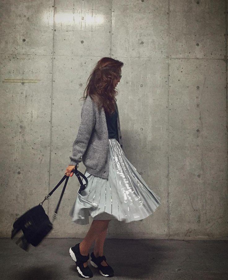 いいね!21.1千件、コメント61件 ― 中村 アンさん(@cocoannne)のInstagramアカウント: 「私服☺︎ #グリーン✖️グレー #プリーツラメスカート #今年ぽい ☞@and.couture」