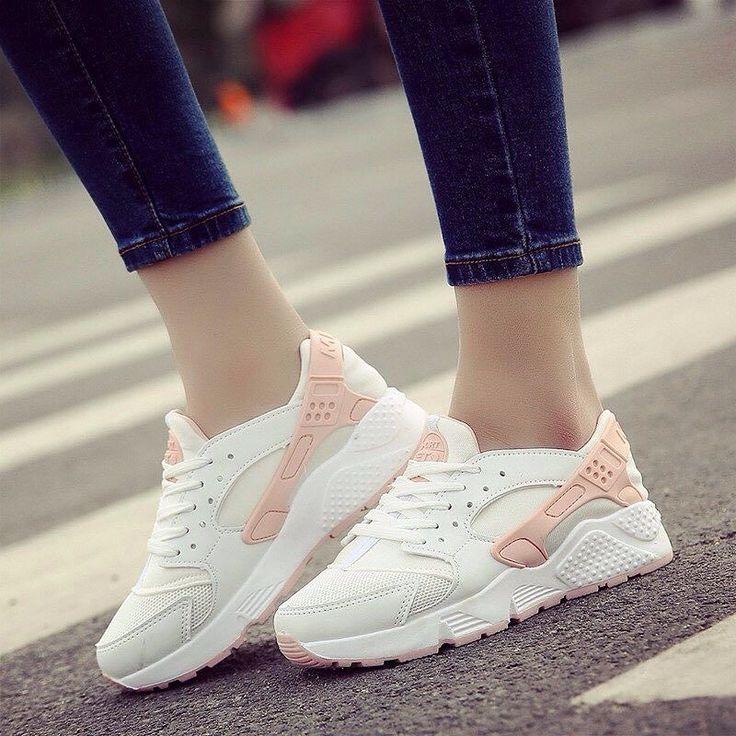 Кроссовки женские :Nike Air Huarache  Стоимость: 2300 Все размеры #кроссовки#Yeezy#sneakers#nike#shop#вещи#мода#кросовки#boost#Adidas#толстовки#ветровки#безрукавка#спортивная#джинсовая#куртка#футболка#Chelsea#Boots#puma#sakura#black#white#350#y-3 by glesar.new