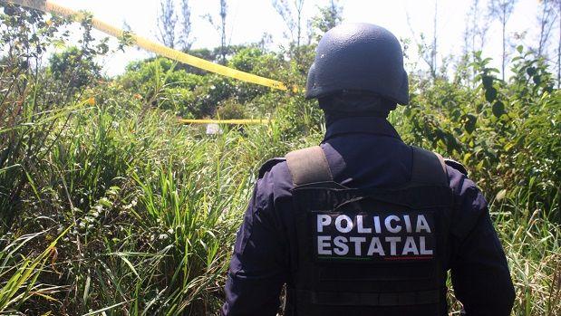 Exhuman cuerpos de fosas sin acceso a los padres de los desaparecidos - http://www.esnoticiaveracruz.com/exhuman-cuerpos-de-fosas-sin-acceso-a-los-padres-de-los-desaparecidos/