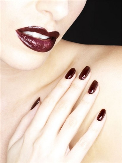 Bio Sculpture Gel 10 - Pinotage    Another of today's 'treats'. Deep blood red nails... ♥♥♥