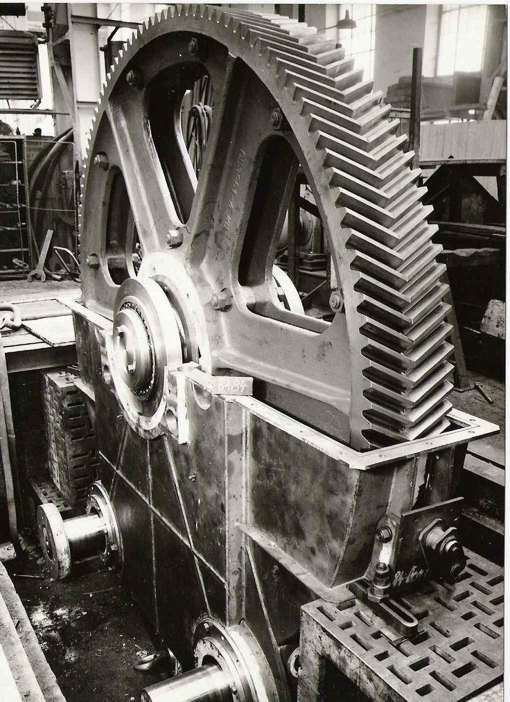 Škoda, Převodovka pro ocelárnu umožňující vylévání ocele ze sklopné pece.Průměr ozubeného kola převedovky je 3,7 m.Hmotnost převodovky 30 tun.Vyrobeno v roce 1971