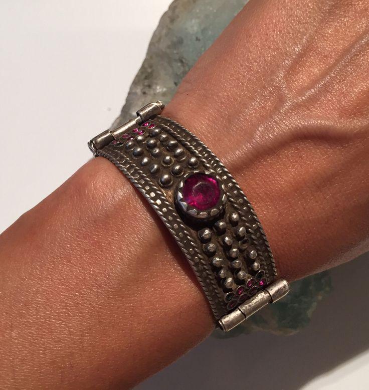 Antieke Manchet-armband/Afghaanse kochi stam/oude zilver/exotische collectible verklaring/vintage/gypsy stijl/Tribal/Ethnic antieke juwelen winkel door NajibJewellers op Etsy https://www.etsy.com/nl/listing/461433746/antieke-manchet-armbandafghaanse-kochi