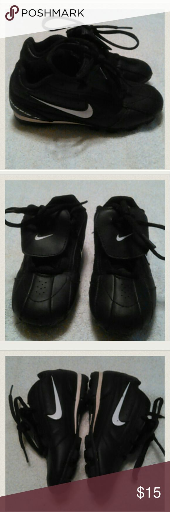 SIZE 11.5 NIKE SOCCER CLEATS GOOD CONDITION, TODDLER BLACK/WHITE, A HARDLY NOTICEABLE SCUFF ON TIP TOES OF SHOES Nike Shoes Sneakers